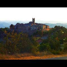 Montefabbri: borgo medioevale a metà strada fra #urbino e #pesaro. #ig #igers #igerspu #igersmarche #igersitalia #coloreitaliano #colore_italiano #marche #pu #sky #skyporn #landscape #italy #paesaggio #italia - @fra_vet- #webstagram