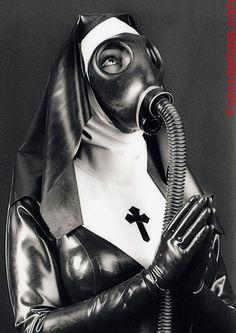 Gas masks for war-time nuns? Gas Mask Art, Masks Art, Gas Masks, Bambi, Ange Demon, Chicano, Oeuvre D'art, Apocalypse, Kinky