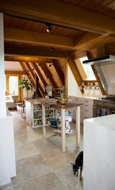 n this article, we will talk about excellent log cabin interior design you can apply into your cabin. Appropriate Lighting for Cabin Interior Design. Cabin Interior Design, Interior Ideas, Design Homes, Modern Interior, Hollywood Hills Homes, Open Layout, Cabin Interiors, Cabins In The Woods, Rustic Design