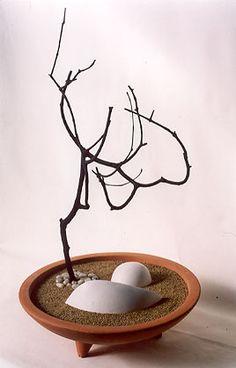 Zen Inspiration - All For Garden Zen Rock Garden, Mini Zen Garden, Garden Art, Garden Terrarium, Bonsai Garden, Terrariums, Miniature Zen Garden, Sogetsu Ikebana, Zen Design