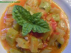 Zucca serpente di Sicilia con cipolla, pomodorini e basilico