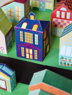 Free printable haunted house for Halloween - download the entire neighborhood of houses, cars, and people! #diy #papertoy SmallforBig.com