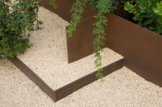steel and gravel retaining wall - Great idea for Skemah Garden Edging Landscaping Retaining Walls, Landscaping With Rocks, Modern Landscaping, Outdoor Landscaping, Outdoor Gardens, Landscape Materials, Landscape Walls, Landscape Design, Lawn Edging