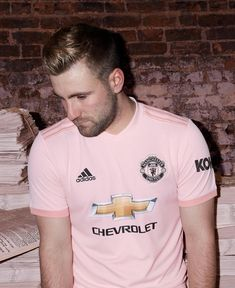 c3844472c Luke Shaw🔴👊 2018 19 away kit  GGMU Soccer Pictures