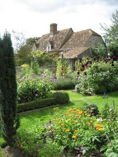 Lovely English cottage garden.