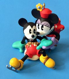 Hallmark 2017 Oh What Fun Disney Mickey and Minnie Tree Topper