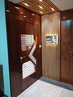 Main Door Design, Wooden Door Design, Door Design Interior, Front Door Design, Foyer Design, Entrance Design, Interior Design Studio, Modern Wooden Doors, Modern Front Door