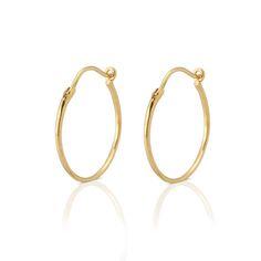 Køb guld-sølv creoler øreringe online. På needsjewellery.Dk finder du alle nye stilfuldt dansk design af creoler øreringe, øreringe, lange hænge øreringe, runde øreringe i sølv-Needs Jewellery