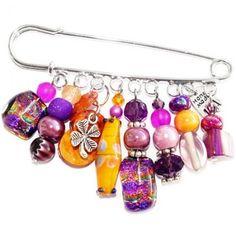 Paarse kiltspeld met handgemaakte glaskralen in paars en oranje tinten. Unieke broche speld.