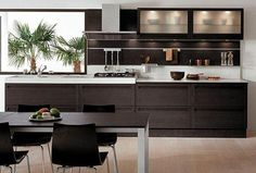 cocina-con-muebles-de-color-negro