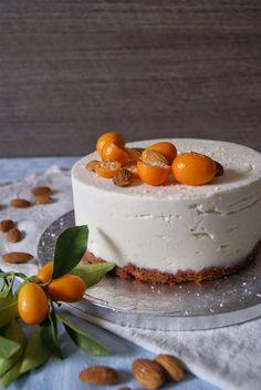 Saparunda's kitchen: Torta con Pan di spagna alle mandorle,  muosse al mascarpone, cocco e vaniglia e scriroppo di kumquat