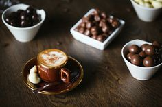 > Jouw Dazzles! Weekend momentje! <   Start jouw weekend goed, take some Dazzles!  #Dazzles! #Chocolate #Chocolade #Dazzle #Weekend #Genieten