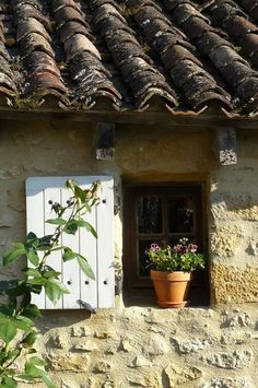 ~ cottage window, shutter and tiled roof French Windows, Old Windows, Windows And Doors, Panel Doors, Estilo Country, Window View, Roof Window, Through The Window, Old Doors