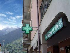 Croce Farmacia Easy70 con staffe a muro