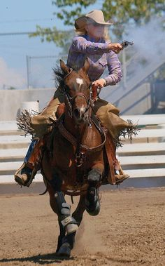 Mounted Shooting ~ @Jill Hulsey  Offer a class like this and I'm on board!