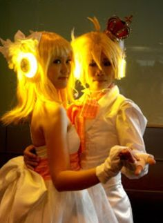 Awesome Vocaloid cosplay!!!!