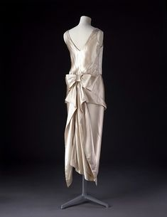 Evening dress ca. 1920-1922 via The Costume Institute of The Metropolitan Museum of Art
