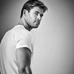 Desverre kan du ikke bestille Mr.Hemsworth på eleven.no derimot har vi et stort utvalg av produkter for menn i alle aldre Klikk på linken i bio og du kommer direkte til siden Mann  En parfyme til kjærsten?  #elevenno #Mann #Skjegg #Herre #GuttaBoys #regram @Hemsworth_Bros #NorskNettbutikk #MensGrooming by eleven.no