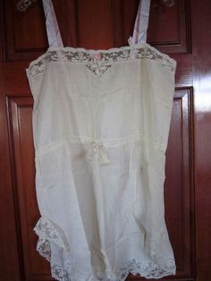 VINTAGE 1950'S BEAUTIFUL SILK CHEMISE WITH SILK RIBBON WORK NEVER USED EXQUISITE