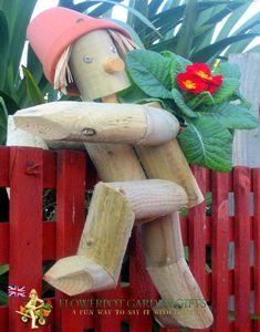Flowerpot Men Garden Ornaments - Fence or Plant Pot Hanger Hubby loves garden ornaments! Landscape Timber Crafts, Landscape Timbers, Garden Crafts, Garden Projects, Garden Art, Diy Wooden Projects, Wooden Diy, Wooden Planters, Wooden Garden Ornaments