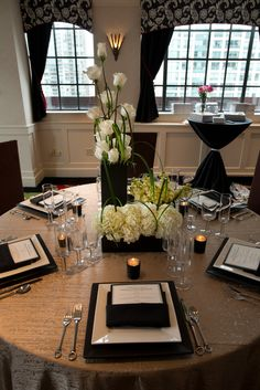 Sophisticated and modern tablescape for a gorgeous black tie wedding #allertonhotel #chicagowedding #warwickhotels #love