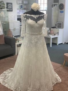 Off the shouldet lace wrdding dress with sleeves Discount Designer Wedding Dresses, Dream Wedding Dresses, Bridal Boutique, Townhouse, Dresses With Sleeves, Lace, Fashion, Moda, Terraced House