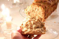 Hämmentäjä: Nyhtöleipä kahdella täytteellä. Pull-apart bread with two different fillings.