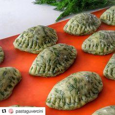 Görüntünün olası içeriği: 3 kişi, yiyecek Turkish Recipes, Food Facts, Appetizers, Cooking Recipes, Yummy Food, Congratulations, Snacks, Baking, Instagram