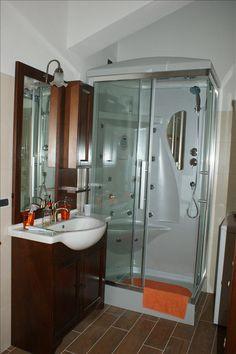 Bagno con doccia e idromassaggio