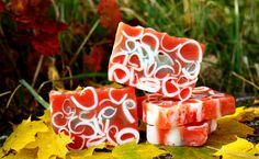 Dowiesz się jak zrobić glicerynowe mydełka #mydło #diy #domowekosmetyki #uroda #pielęgnacja