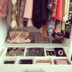 You know that organization is key for a great closet —but even the smallest of items needs a proper place. Take a note from this instagramm...