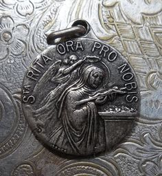 Medium French Saint Rita Religious Medal Patron St. Of Infertility, Signed Karo Abuse Victims, Difficult Marriages, Impossible Cases Holy
