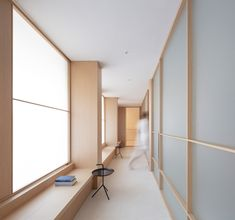 Ash-wood surfaces, translucent glass screens and brass feature inside this serene clinic in Valencia, which Francesc Rifé Studio has designed in reference to Asian meditation rooms. Interior Minimalista, Green Painted Walls, White Walls, Minimalist Interior, Minimalist Design, Modern Interior, Minimalist Lanterns, Atelier Design, Cabinet Medical