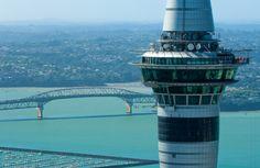 Skywalk: Caminhada radical de 360 graus pela Skytower de Auckland #Skywalk #Skytower #Auckland #NovaZelândia #NewZealand