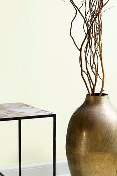 En nøytral nyanse med forsiktig grønt i seg. Fargen kan fint kombineres med andre støvete grønn nyanser. #nøytral#hint#grønt#kombinasjon#farge#maling#painting#kvister#bronse#vase#broste#sidebord#inspirasjon#inspiration#Hvaler#fargekart#soverom#bedroom#gang#hall#stue#livingroom#sommerlig#summer#rustikt#Fargerike Ikea, Vase, Home Decor, Decoration Home, Ikea Co, Room Decor, Vases, Home Interior Design, Home Decoration