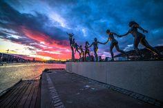 Such a perfect shot of my favorite statue Livet, leiken og draumane (by Arne Mæland), taken by Christina Zelow Lundquist (@zelow87, link to her instagram profile)