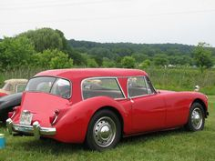 mga shooting brake......A shooting-brake became a variation of a wagonette—a vehicle with longitudinal seats in rows with either a rear door or side doors—provided with game and gun racks and accommodation for ammunition