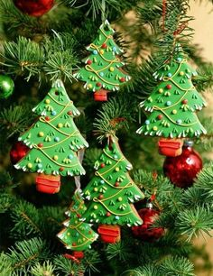 Making homemade ornaments for your Christmas tree is a fun way to personalize…