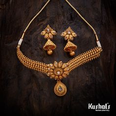 Trendy necklace studded with stones and plated with polish Gold Bangles Design, Gold Jewellery Design, Gold Jewelry, Jewelry Design Earrings, Necklace Designs, Antique Necklace, Gold Necklace, Indian Jewelry Sets, Fashion Jewelry