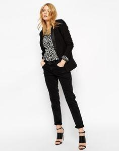 Kimmi Shrunken Boyfriend Jeans | £35.00 | Asos
