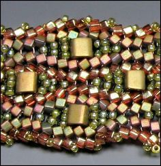 Undulating Ndebele bracelet, Excellent pictures of how to add inclusions in between rows of Herringbone/Ndebele.  #Seed #Bead #Tutorial