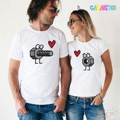Camiseta personalizada con diseño original. Ideal para regalar el día de los enamorados. Hippie Chic, Couple Goals, T Shirts For Women, Hoodies, Cousins, Clothes, Tops, Wedding, Fashion