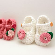 Crochet Booties Pattern  Jane Marie Baby Booties Size by Mamachee, $5.50