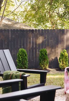 Wooden Fence Paint or Stain - Wooden Fence Paint or Stain, the Fastest and Easiest Way to Stain A Wood Fence Wood Privacy Fence, Cedar Fence, Wooden Fence, Painted Wood Fence, Staining Wood Fence, Fence Stain, Fence Design, Patio Design, Backyard Fences