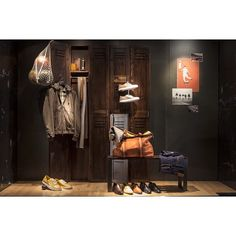 """@Berluti #Paris #WindowsWear #WindowsDisplays #VisualMerchandising #Berluti #LFW #PFW http://www.windowswear.com"""