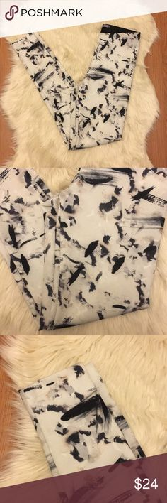Zara Splatter Paint Pattern Leggings Zara. Size Small however they run small so fit closer to an extra small. Splatter-ish paint design. Waistband (shown in last pic) included. Have any questions ask away! Offers Welcomed! No Trades! Bundle 3 items or more and save 20% off! 😊 Zara Pants Leggings