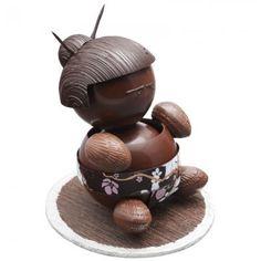 Petit sumo en chocolat christophe roussel    Sumo egg wrestler!   #minniemoonstone loves this