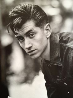 Alex Turner is a ridiculously attractive human being and I want to sit next to him.