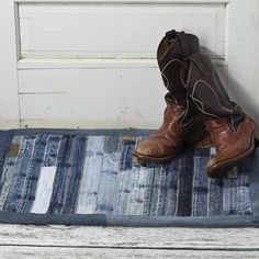 Patchwork Jeans Diy Denim Rug Trendy Ideas - Image 12 of 25 Diy Jeans, Jeans Denim, Denim Purse, Raw Denim, Blue Denim, Patchwork Jeans, Denim Quilts, Old Jeans Recycle, Upcycle
