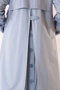HE-QA Trençkot Modelleri Fashionista Trends, Street Hijab Fashion, Abaya Fashion, Fashion Dresses, Shorts Levis, Estilo Abaya, Jacket Outfit, Abaya Mode, Outfits Winter